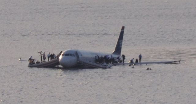 800px-Plane_crash_into_Hudson_River_(crop)